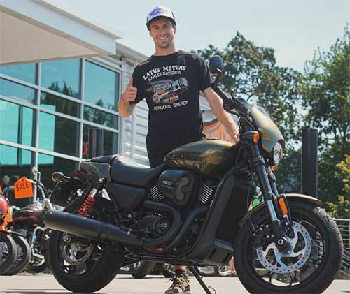 Andy with Harley Davidson Street-Rod 759.